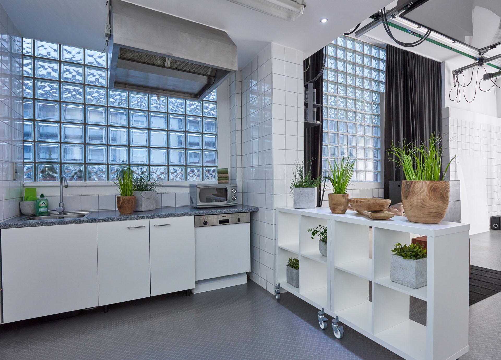 Blick auf die Küchenzeile in Studio 2